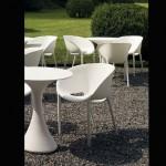 2 stoelen - soft egg van DRIADE - ontwerp Philippe Starck - kleur: licht grijs - indoor of outdoor - stapelbaar (4)- staan in de winkel - prijs €177 x 2 = €354 - 30% = € 248